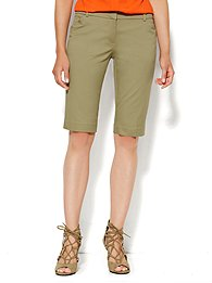 7th Avenue Bermuda Short - Solid