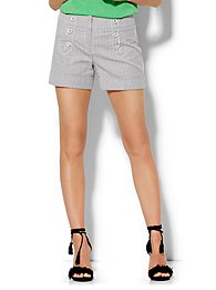 7th-avenue-design-studio-4-short-signature-fit-striped-sailor-short-