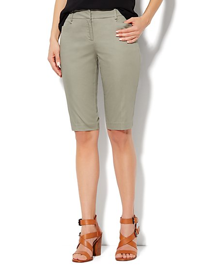 7th Avenue Bermuda Short - Sateen - Greenwich Green