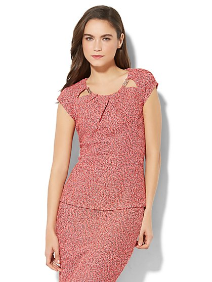 7th Avenue - Chain-Link Trim Pleated Keyhole Top - Red - New York & Company
