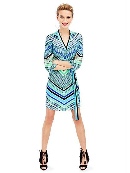 Banded-Collar V-Neck Dress - Graphic Print - New York & Company