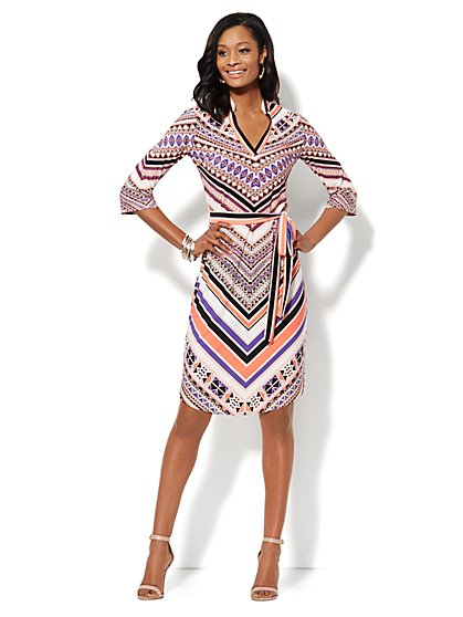 Banded-Collar V-Neck Dress - Graphic Print - New York & Company