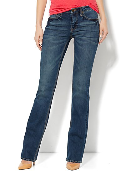 Bootcut Curvy Jean - Vintage Shore Wash - Petite - New York & Company