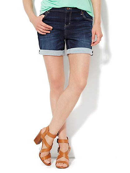 Boyfriend Knit Denim Short - Theatrical Blue Wash - New York & Company