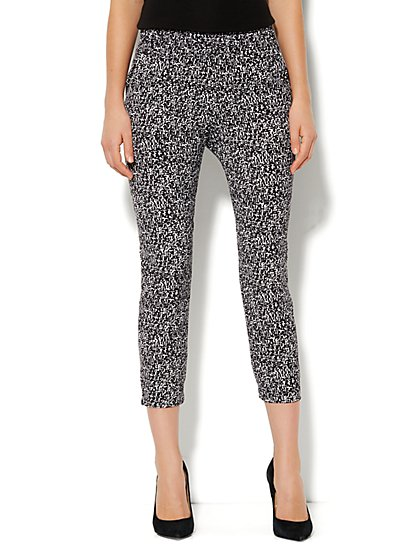 City Crepe - Slim Crop Soft Pant - Marbled Print - New York & Company