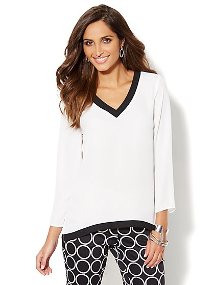 Colorblock V-Neck Hi-Lo Top  - New York & Company