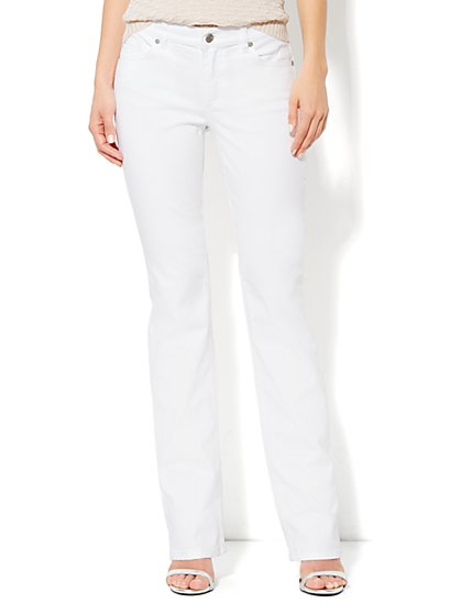 Curvy Bootcut Jean - Optic White - Average