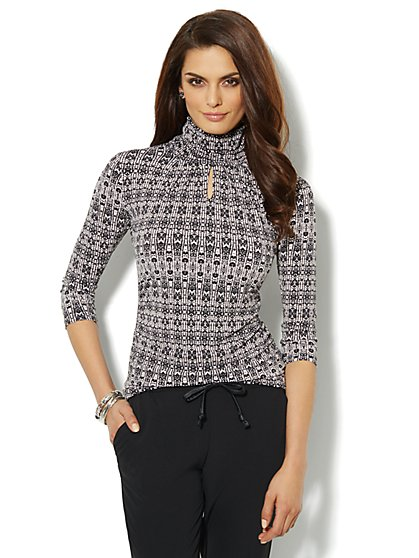 Keyhole Turtleneck - Abstract Print - New York & Company