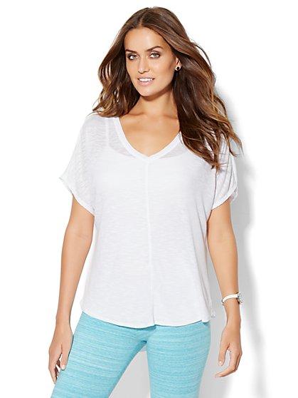 Lounge - Hi-Lo V-Neck T-Shirt - Ribbed  - New York & Company