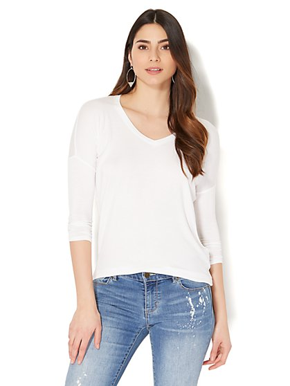 Manhattan Tee - Hi-Lo V-Neck Top - New York & Company