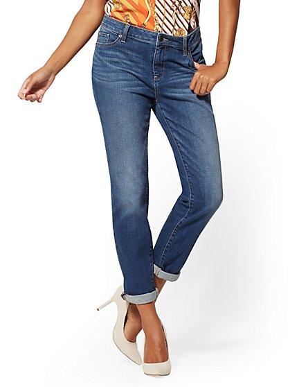 Mid-Rise Curvy Boyfriend Jeans - New York & Company