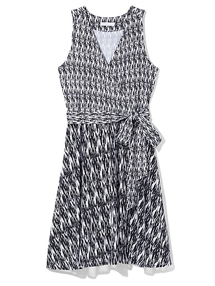 Outlet Exclusive - Belted Wrap Dress - Ikat Print  - New York & Company