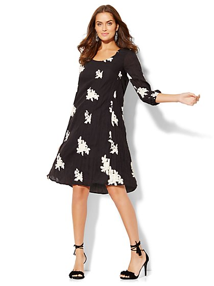 Scoopneck Shift Dress - Floral Embroidery  - New York & Company