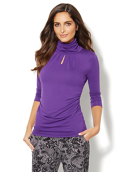 Shirred Keyhole Turtleneck - Solid - New York & Company