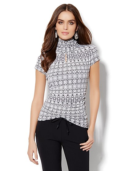Short-Sleeve Keyhole Turtleneck - Abstract Print - New York & Company