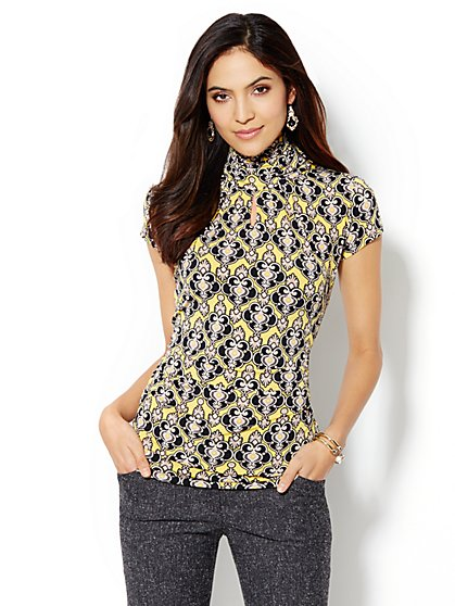 Short-Sleeve Keyhole Turtleneck - Medallion Print - New York & Company