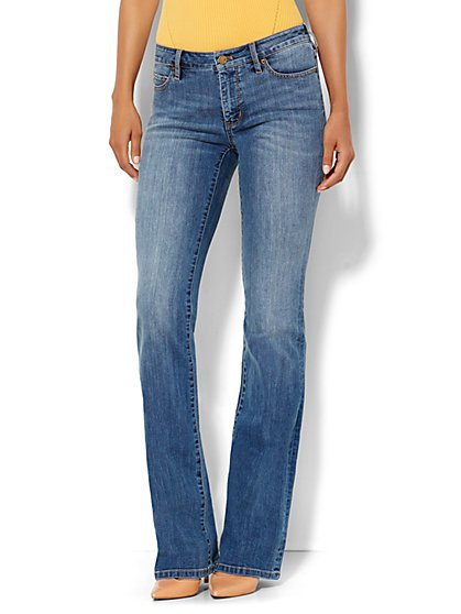 Soho Jeans - Curvy Bootcut - Goldstone Blue Wash - Petite  - New York & Company