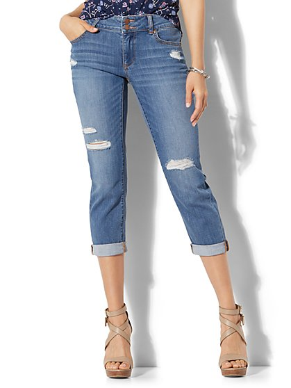 Soho Jeans - Curvy Cropped Boyfriend - Razor Blue Wash - New York & Company