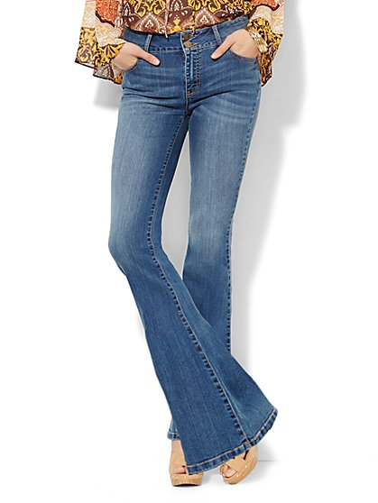 Soho Jeans - High-Waist Curvy Flare - Goldstone Blue Wash - New York & Company