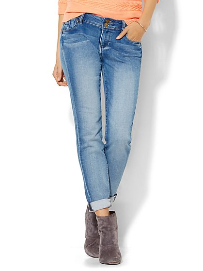 Soho Jeans Knit Denim - Relaxed Boyfriend - Broken Blue Wash - New York & Company