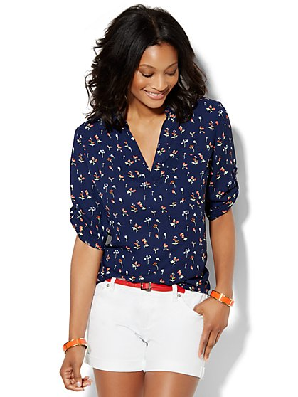 Soho Soft Shirt - One-Pocket Popover - Strawberry Print  - New York & Company