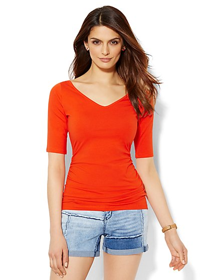 Tee Luxe - Shirred V-Neck Tee - Solid - New York & Company