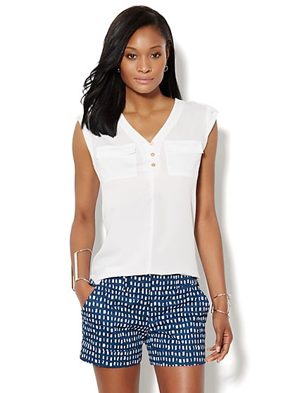 Two-Pocket Sleeveless Blouse