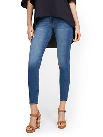 NY&Co Women's Abby High-Waisted Slimming Capri Jeans - Foxy Blue Pants