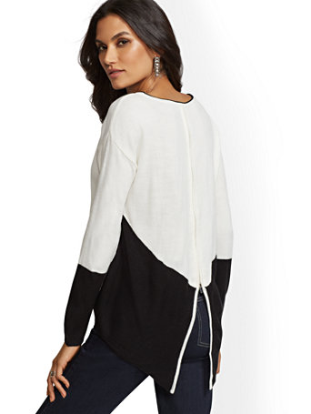 Colorblock Hi Lo Zip Back Sweater by New York & Company