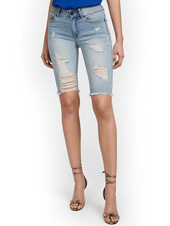 NY&Co Women's Mya Curvy High-Waisted Sculpting No Gap 13-Inch Bermuda Short - Jones Blue Jones Wash