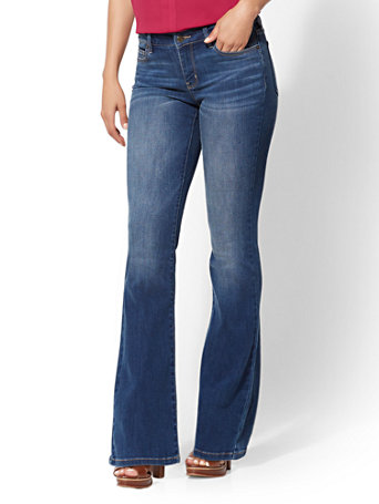 NY&Co Women's Petite Mid-Rise Curvy Bootcut Jeans - Blue Honey Pants