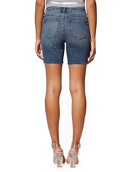 a39654a8bb ... 7 Inch High-Waist Short - Medium Blue Wash - Soho Jeans - New York