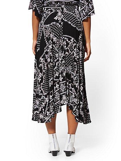 e74846ac5 ... Black Bandanna-Print Midi Skirt - New York & Company ...