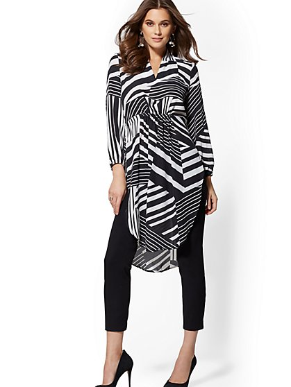 Black & White Print V-Neck Tunic Blouse - New York & Company