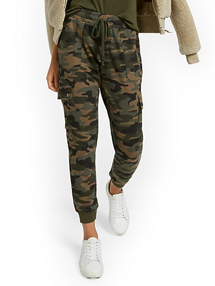 Camo-Print Cargo Pant - Everywhere Jogger Collection - New York & Company