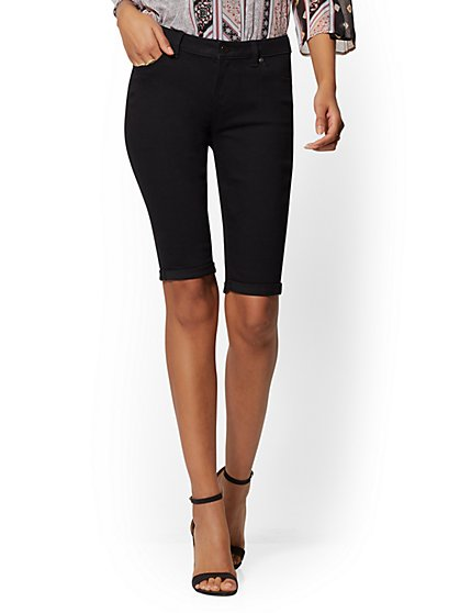 Curvy 13 Inch Bermuda Short - Black - Soho Jeans - New York & Company