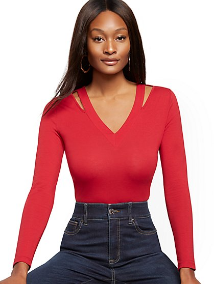 Cutout V-Neck Manhattan Tee - New York & Company