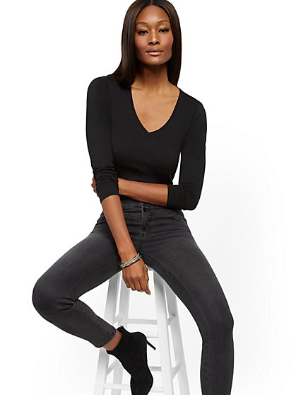 Essential Cotton V-Neck Long Sleeve Tee - New York & Company