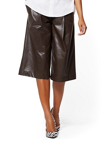 Faux-Leather Pleated Bermuda Short - 7th Avenue - New York & Company