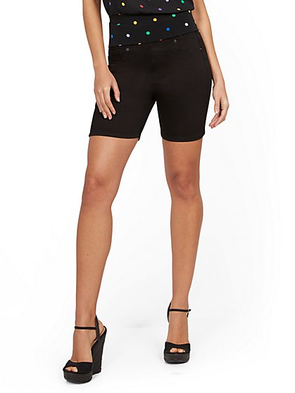 Feel-Good High-Waisted No Gap 7-Inch Short - Black - New York & Company