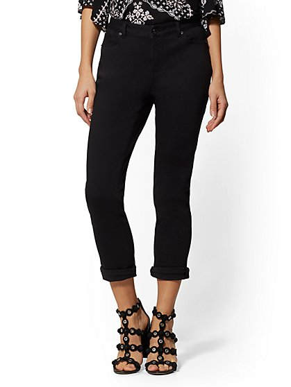 High-Waist Crop Boyfriend Jeans - Black - New York & Company