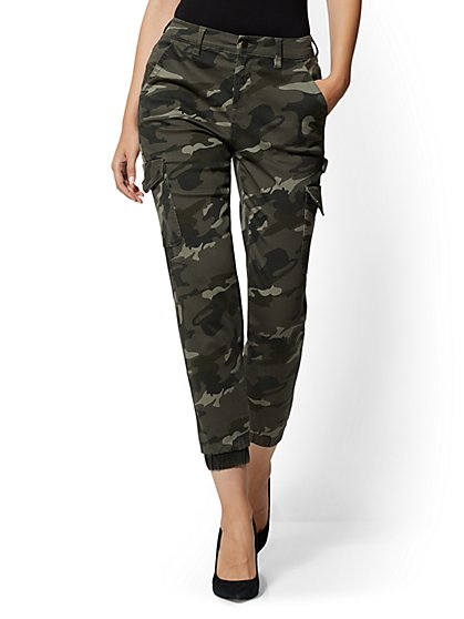 High-Waisted Cargo Ankle Pants - Camo - New York & Company