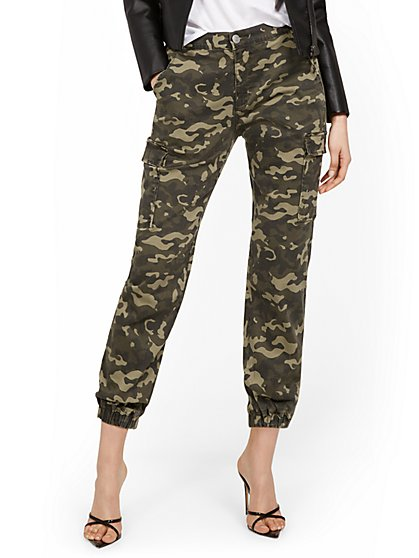 High-Waisted Cargo Jogger Pant - Camo-Print - New York & Company