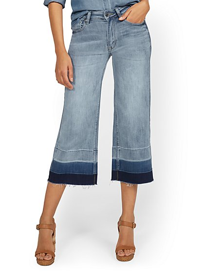 High-Waisted Colorblock Wide-Leg Capri Jeans - New York & Company