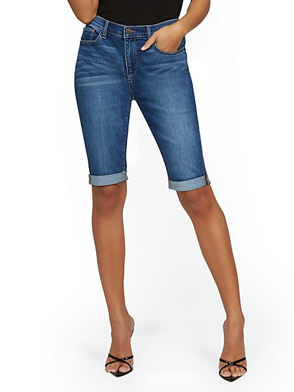 High-Waisted Curvy Boyfriend 13-Inch Bermuda Short - Blue Honey - New York & Company