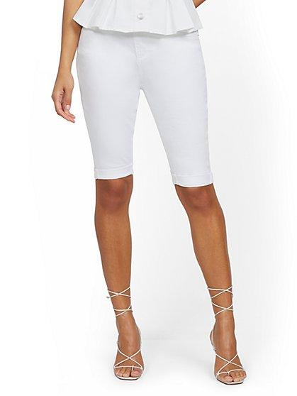 High-Waisted Curvy Boyfriend 13-Inch Short - White - New York & Company