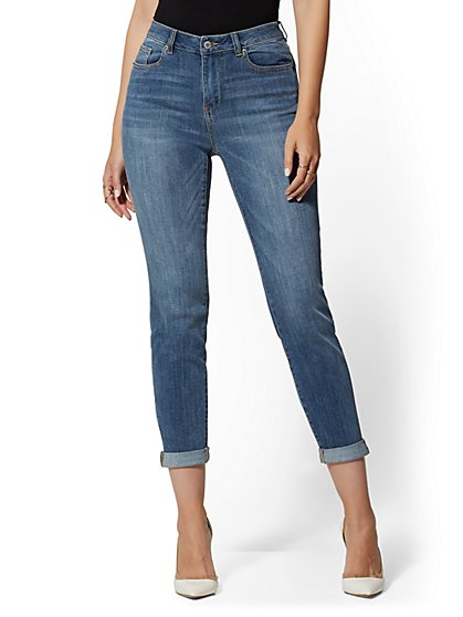 High-Waisted Curvy Boyfriend Jeans - Blue Dusk - New York & Company