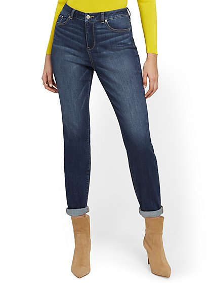 High-Waisted Curvy Boyfriend Jeans - Blue Oasis - New York & Company