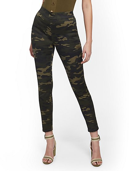 High-Waisted Pull-On Ankle Pant - Camo Print - New York & Company