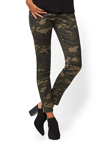High-Waisted Pull-On Legging - Camouflage Print - New York & Company